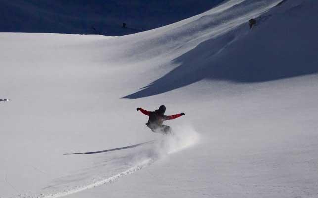 mcnab-snowboarding-off-piste-freeride